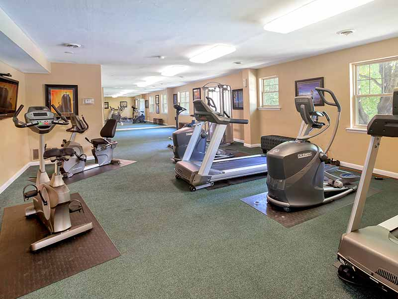 Hunters Crossing 24-hour Fitness Center with exercise equipment