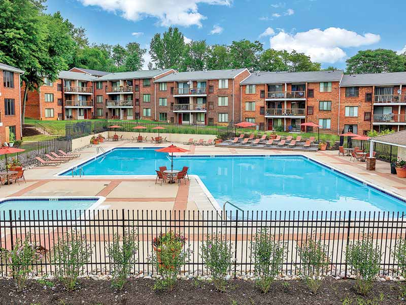 Large community swimming pool and sundeck at Park Waverly Apartments