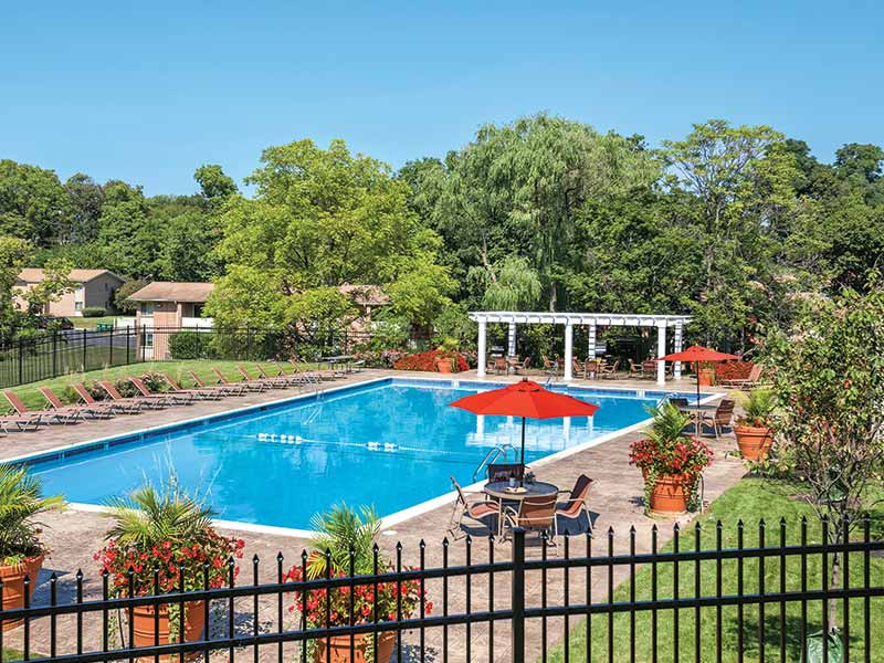 Large swimming pool, sundeck and outdoor living area at Stonebridge Apartments